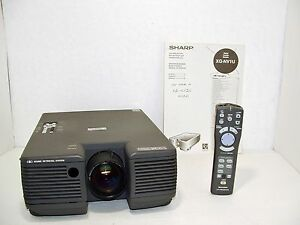Sharp notevision pg-b10s lcd projector w/ case manual power cord.