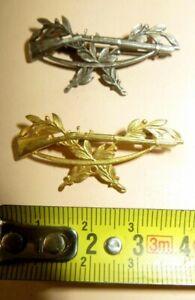 Lot-de-2-insignes-1-couleur-doree-1-couleur-metal-a-identifier-A-voir