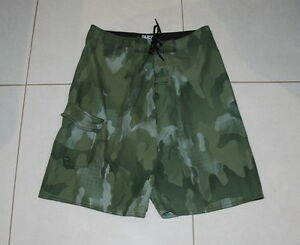 Mens-size-32-green-board-shorts-made-by-SURF-RIDER