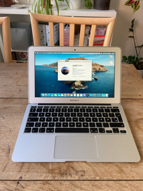 MacBook Air, (11-inch, Mid 2013), 1.7GHz Dual-Core i7,…