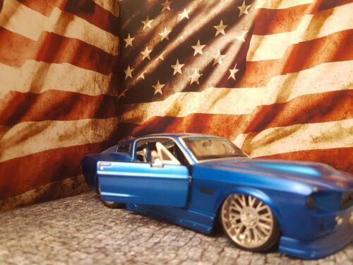 Peel and Apply decal //model car Design 17 3xA4 Garage Wall 1:18-1:24 scale