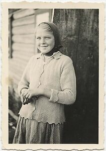 RUSSIAN-GIRL-POSING-FOR-THE-CAMERA-1942-SNAPSHOT-PHOTO-TAKEN-BY-A-GERMAN-SOLDIER