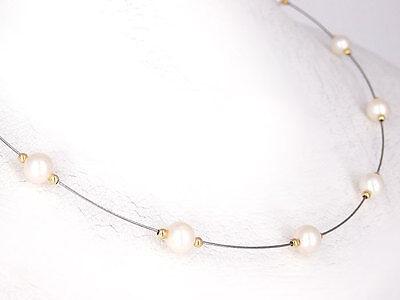 Professioneller Verkauf Modernes Collier In 750 18 Karat Gold Besetzt Mit 13 Zuchtperlen á Ca 5,50 Mm Halsketten & Anhänger