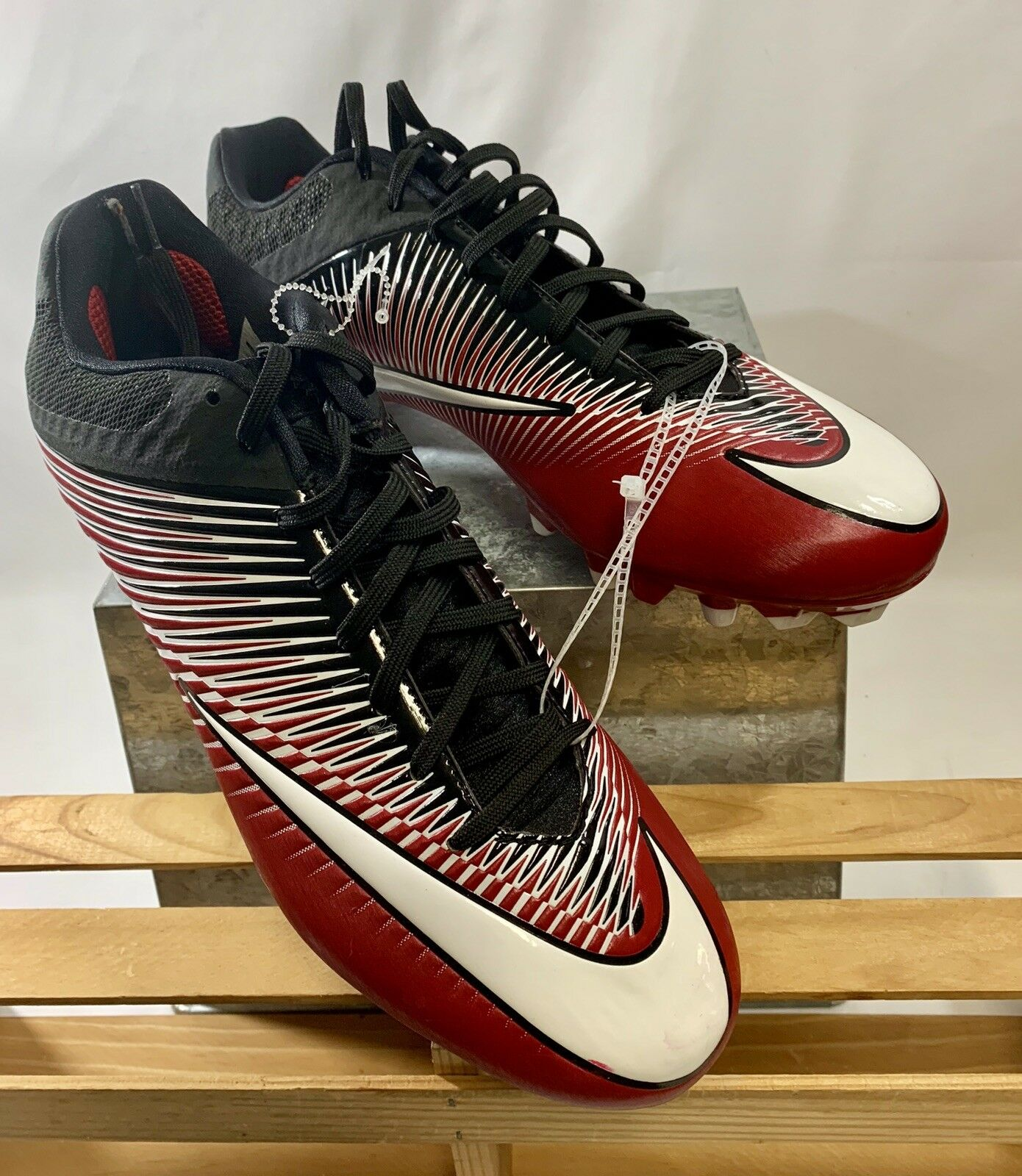 New NIKE VAPOR UNTOUCHABLE 2 WD FOOTBALL CLEATS 846805-601 SIZE 12