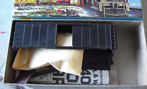 Vintage-HO-Scale-Athearn-Undecorated-Black-40-ft-Box-Car-Kit-in-Box
