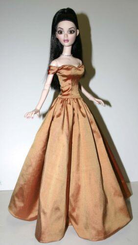 "Splendor Dress Doll Clothes Sewing Pattern for 18.25/"" Evangeline Ghastly"