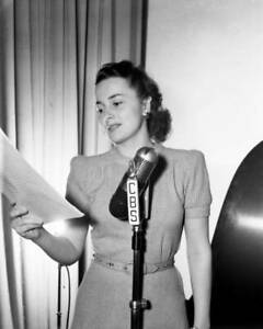 OLD-CBS-RADIO-PHOTO-Olivia-De-Havilland-on-the-drama-My-Love-Came-Back