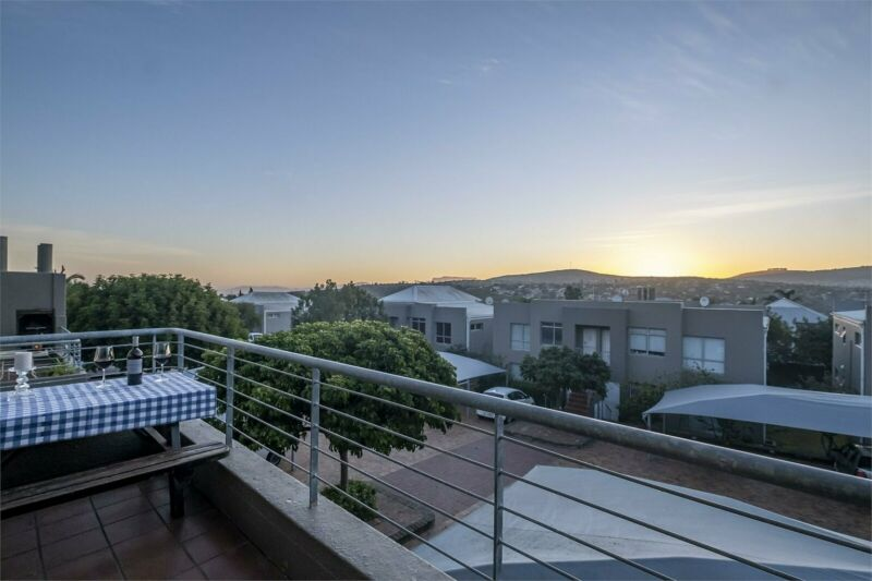 Contemporary, Sunny, One Bedroom Flat with a Spectacular View