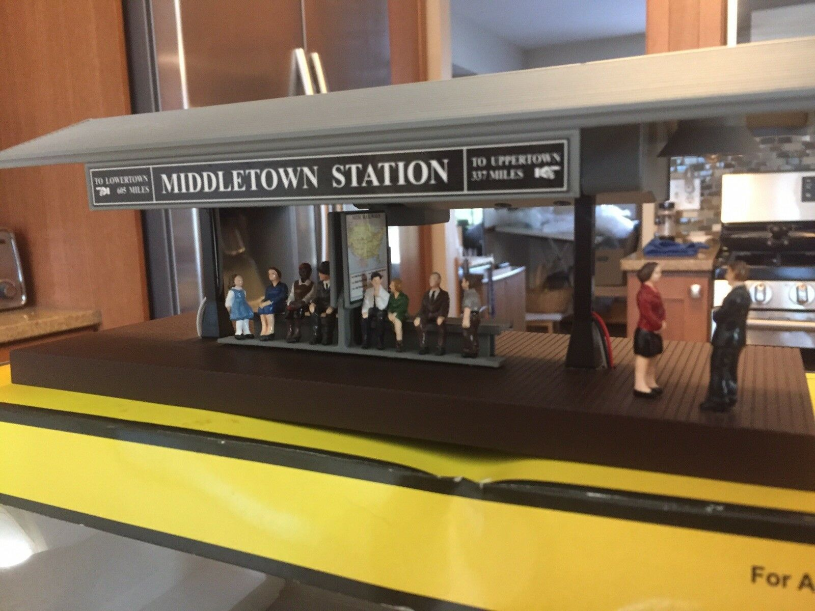 Rare Mth Operating Passenger Station Platform With Controller And Instructions