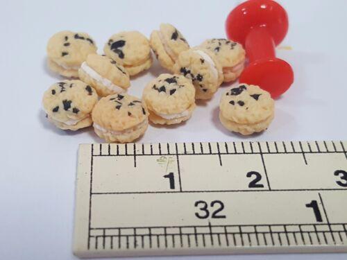 10 PCs.of Dollhouse miniature Homemade Oatmeal Chocolate chip Cream Pies