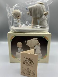 Precious-Moments-Baby-039-s-First-Picture-E2841-Collectible-Photography-Figurine
