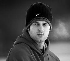 Tom Brady UNSIGNED photo - E315 - New England Patriots quarterback