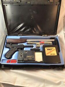 Vintage-1965-JAMES-BOND-007-Secret-Agent-Attache-Case-Complete
