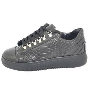 Sneakers-bassa-uomo-nera-in-pelle-cocco-anaconda-con-ganci-argento-e-fondo-army