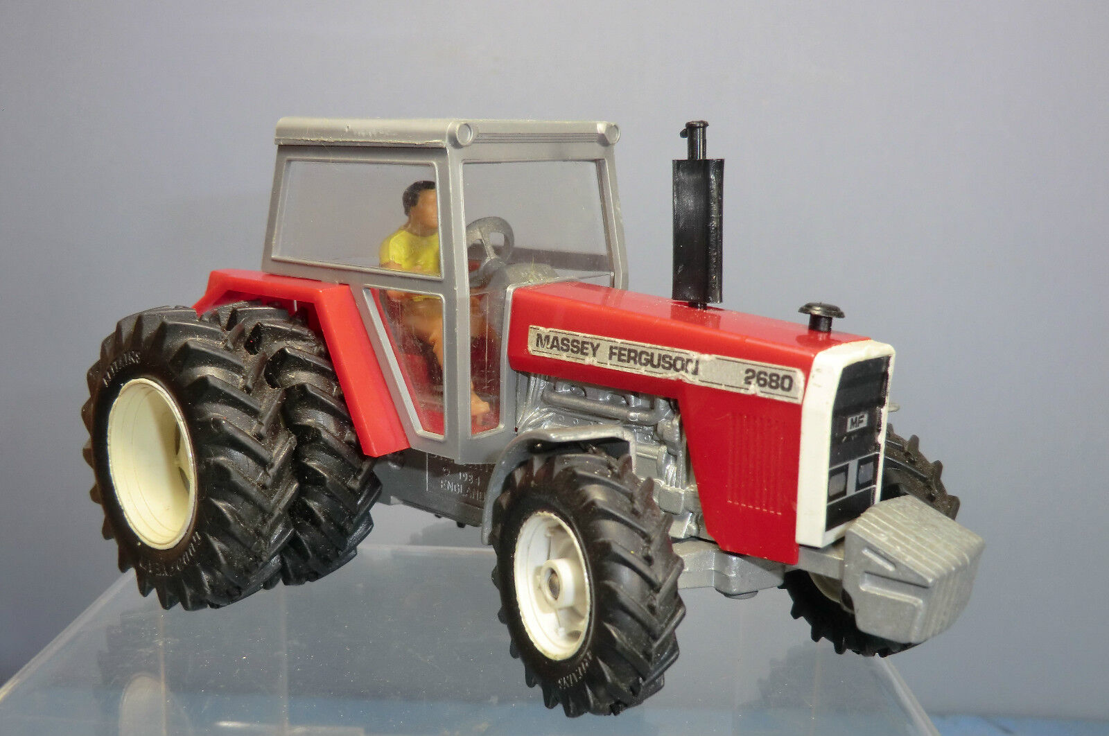 VINTAGE BRITAINS No.9517  MASSEY FERGUSON 2680 TRACTOR WITH TWIN REAR WHEELS