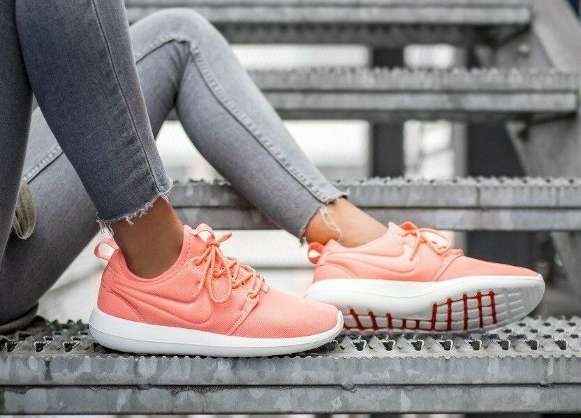 WOMENS 600) NIKE ROSHE TWO SIZE 5 EUR 38.5 (844931 600) WOMENS ATOMIC PINK / WHITE 8afb4c