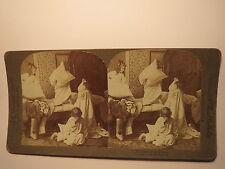 The Battle of the Pillows 1894 Kissenschlacht - Kinder im auf Bett / Stereofoto