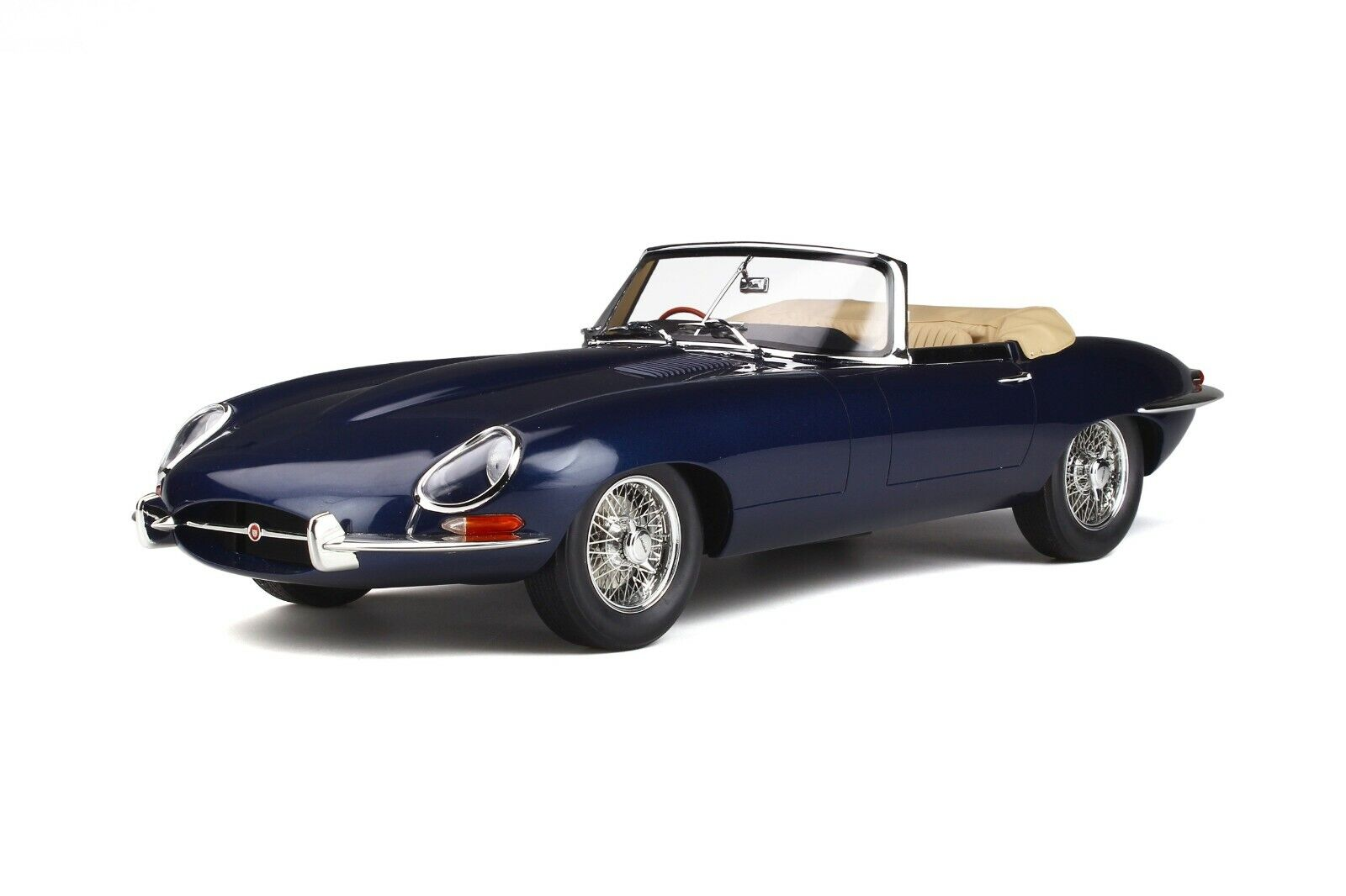 Jaguar E-Type 4.2 Roadster Series 1½ Converdeible Dark blu GT Spirit GT219