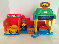 Fisher Price Little People Car Wash Auto Repair Garage 2 Cars 1 Mechanic