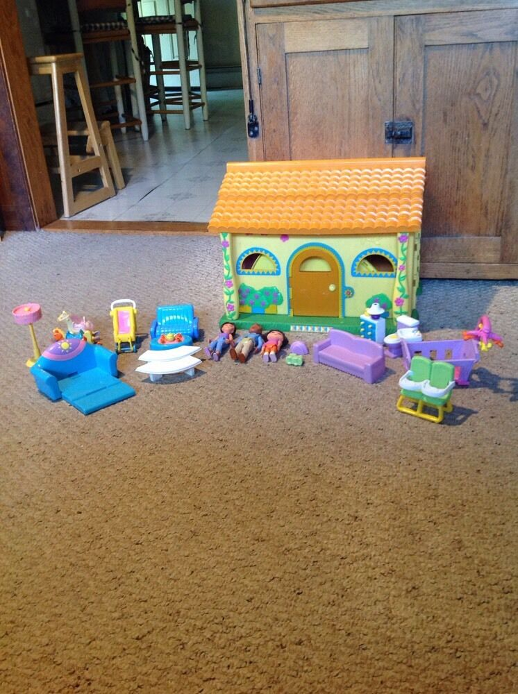 Pre Owned Dora the Explorer Talking Playhouse With Accessories.  85