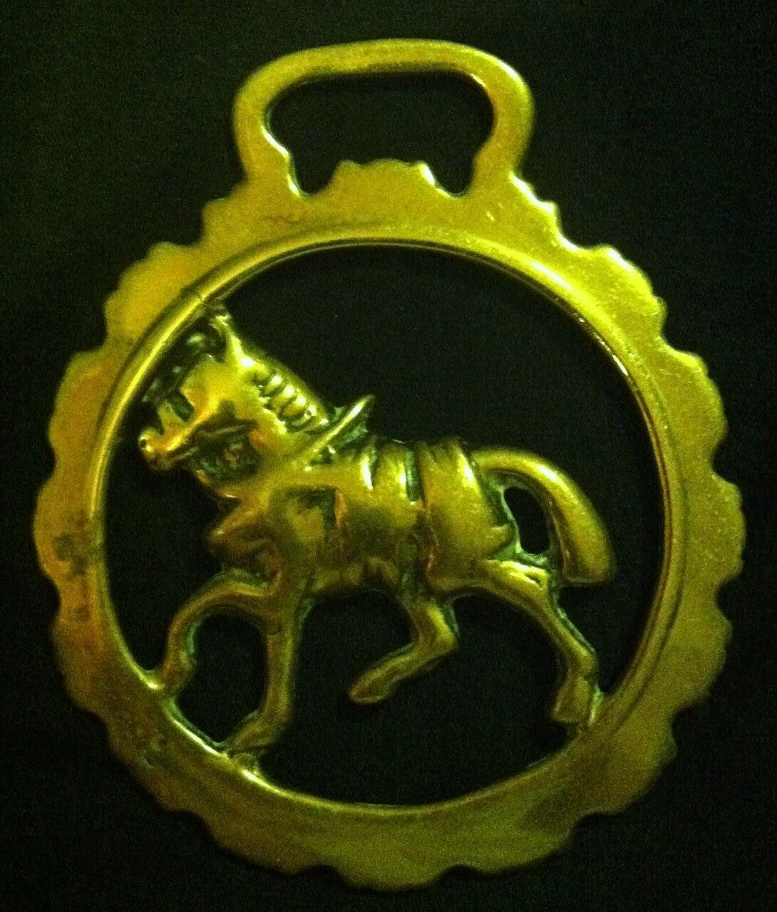 Vintage TredTING HARNESS HORSE IN DOG TOOTHED FRAME Horse Brass WOW YOUR WALLS