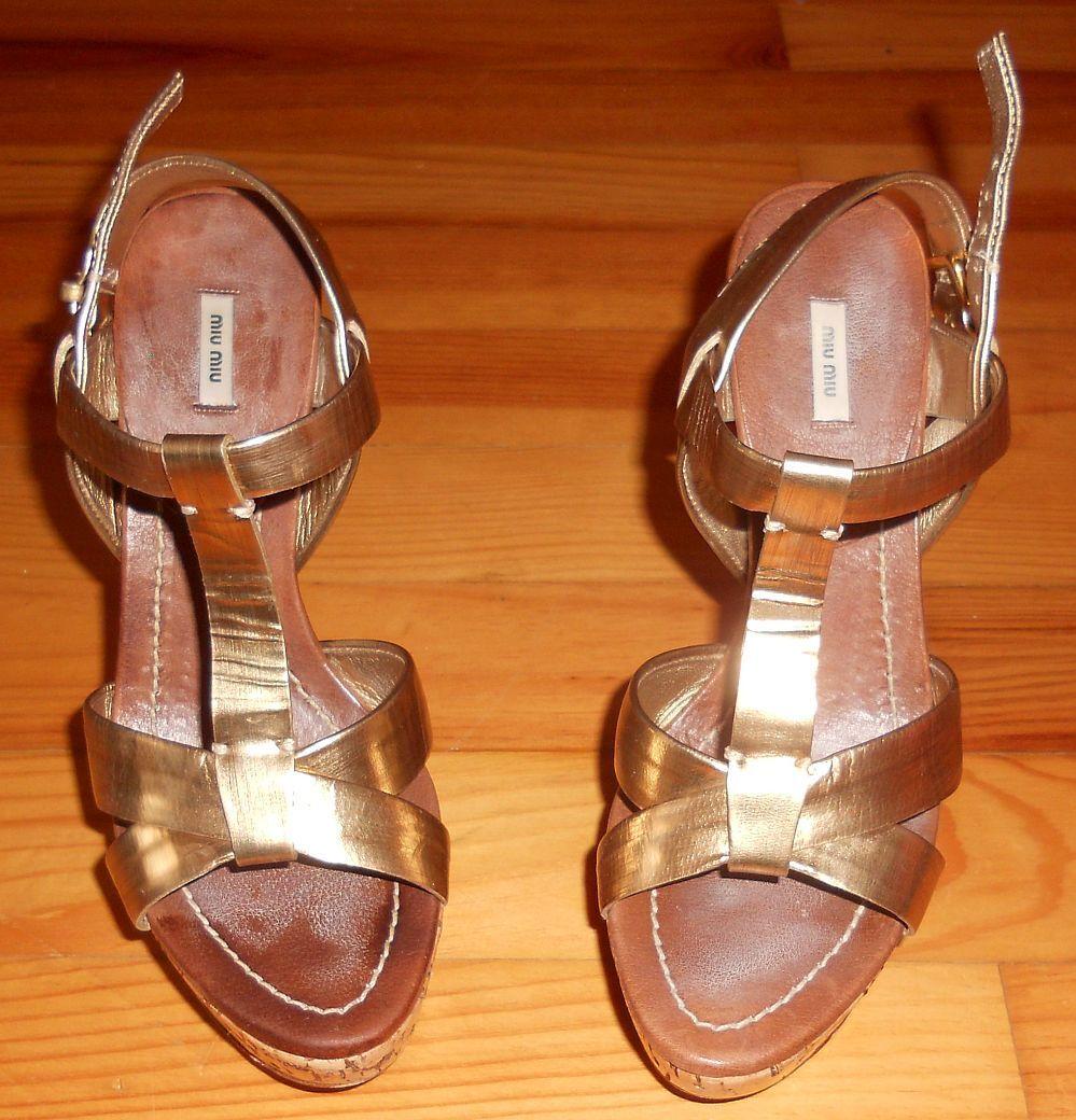 Miu Miu sandalias de cuero oros y corcho