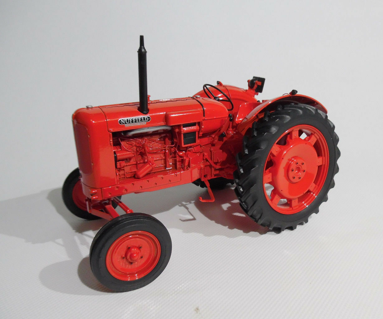 Universal Hobbies 1 16th TRACTOR Scale Nuffield 4 ( 1958 ) Collectors Model