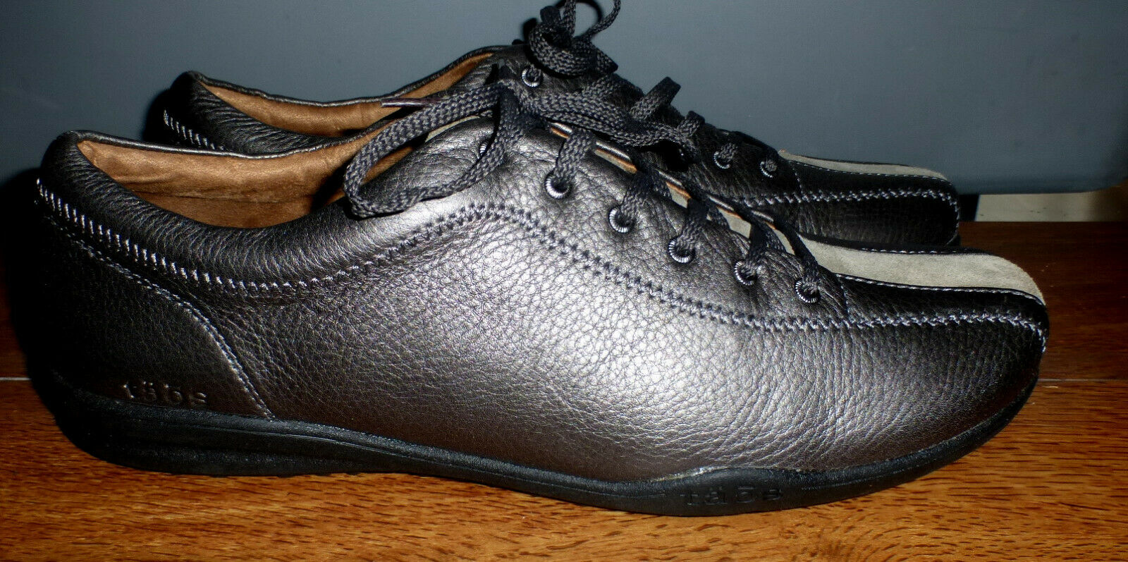 WOMENS TAOS STEALTH METALLIC GRAY PEWTER COLOR COMFORT LACE UP SHOES SIZE 11