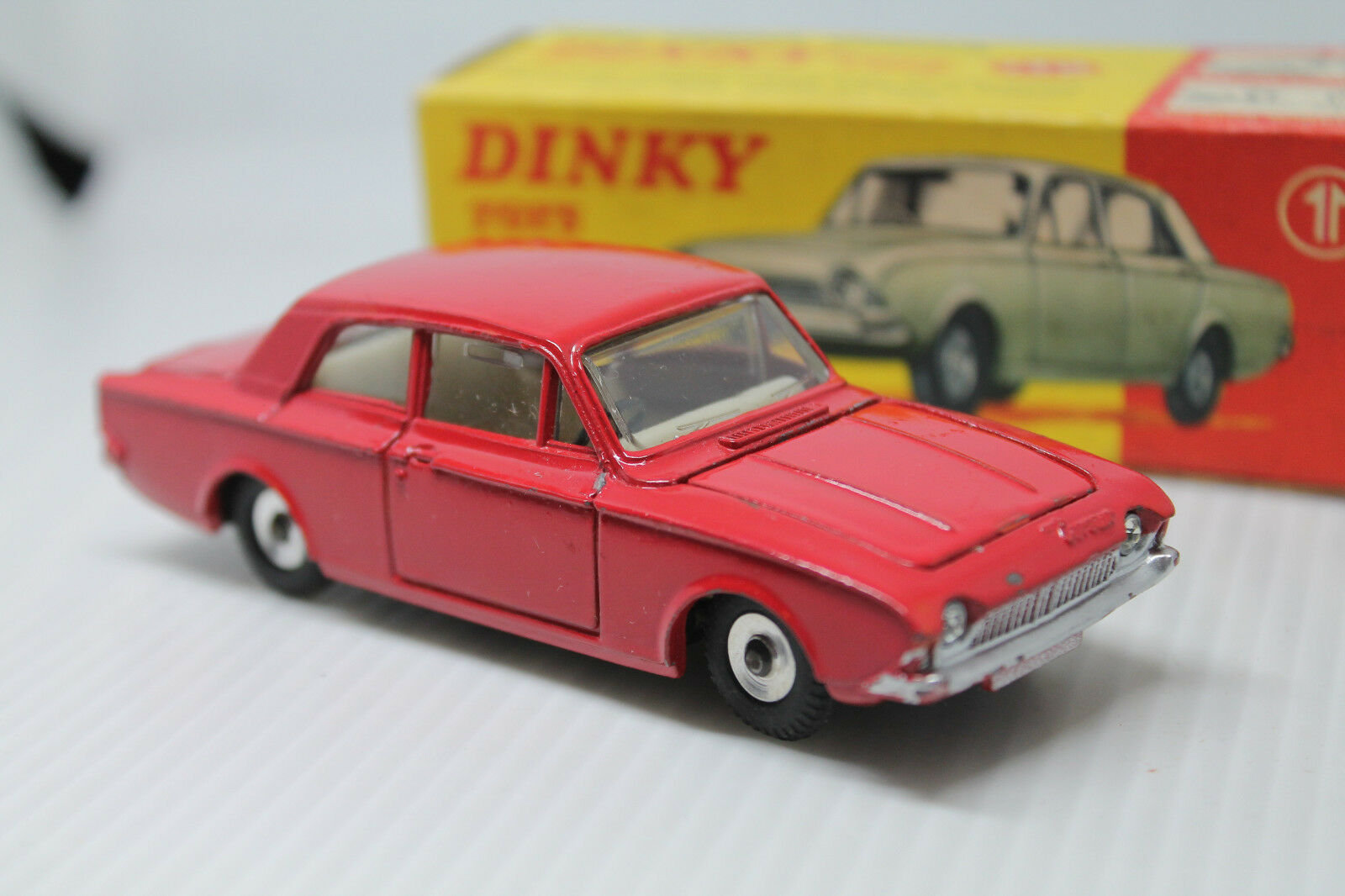 Dinky Toys 130  Ford Consul Corsair  1 43  embalaje original  1966