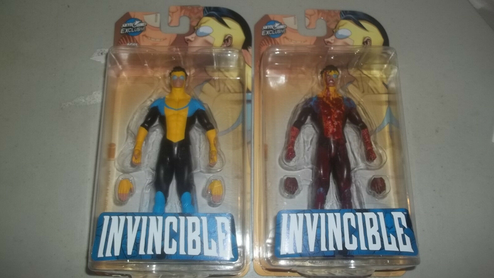 Mcfarlane Skybound Exclusive Invincible Set of 2 Figures Reg & Bloody Variant
