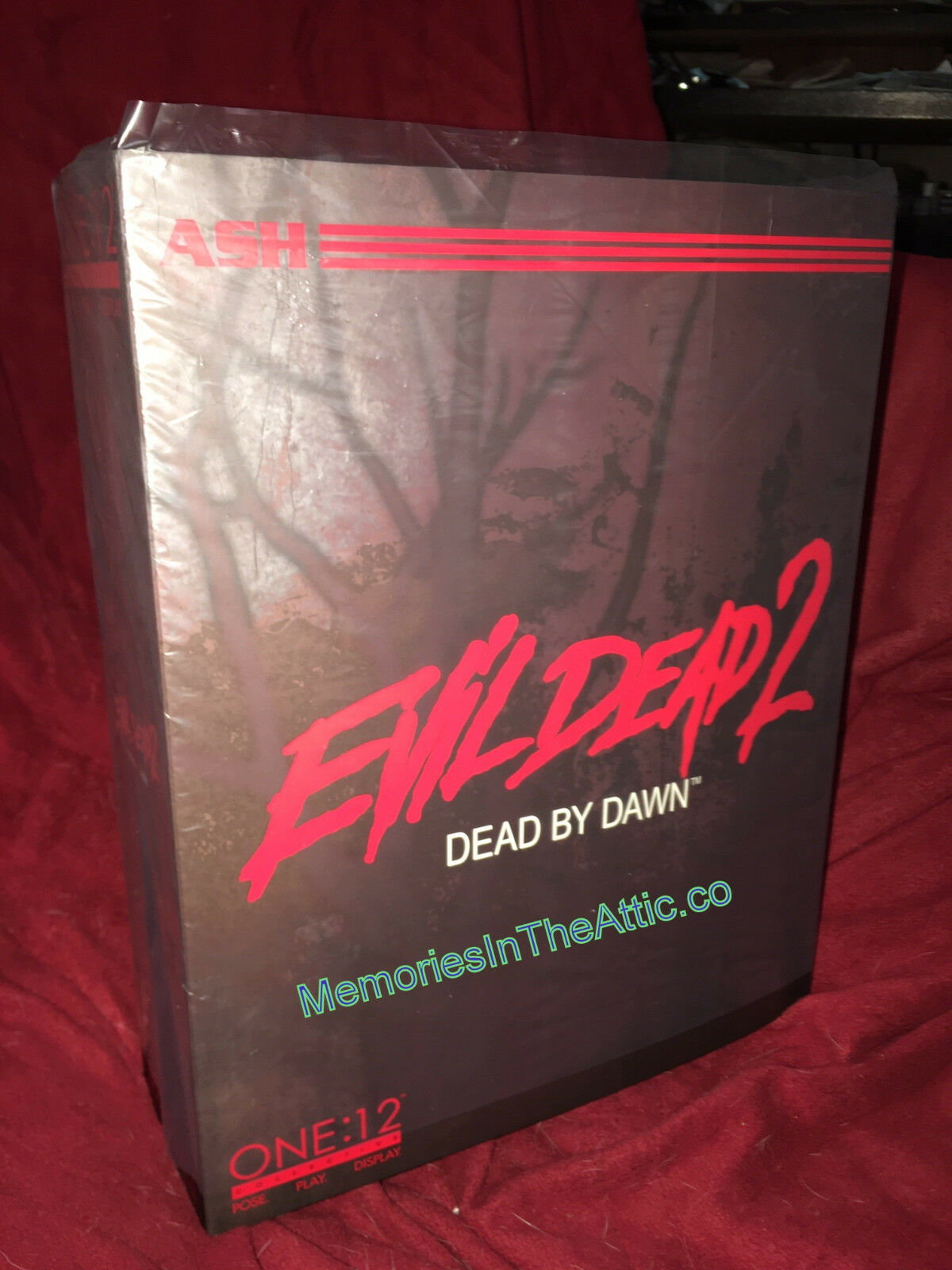 Mezco Toyz ONE 12 COLLECTIVE Ash Evil Dead 2 Army Of Darkness Action Figure Book