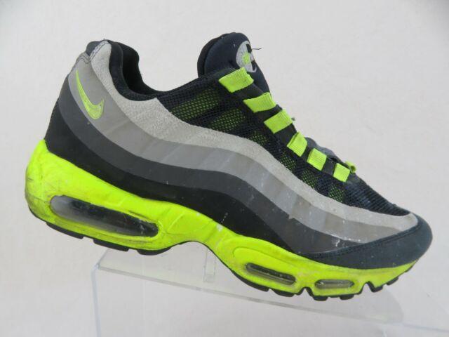 NIKE Air Max 95 BlackVolt Sz 9 Men No Sew Running scarpa