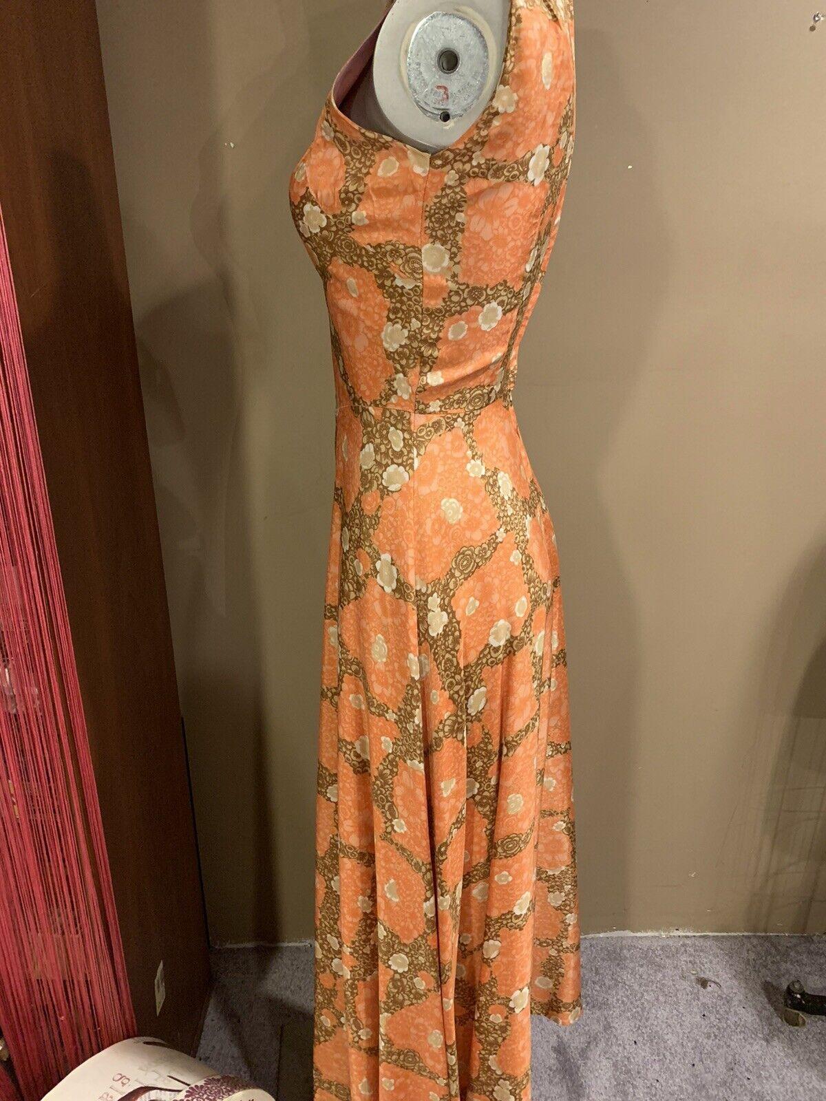 Elegant 1940's Fabulous Dress - image 6