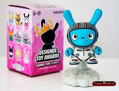 DTA Designer Toy Awards Dunny Vinyl Fig Kidrobot Blast Off White Chase 1//48