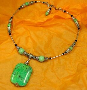 Beautiful-Hand-Made-Choker-Necklace-with-Serpentine-and-Halite-Beads-18-034