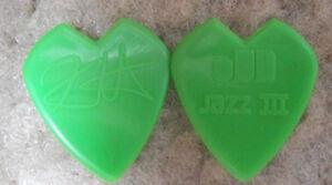 KIRK-HAMMETT-METALLICA-GUITAR-PICK-GREEN-HEART-SHAPED