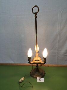 Dettagli su 5210 VECCHIA LAMPADA OTTONE TRE LUCI DA TAVOLO ANNI 40  ARREDAMENTO ILLUMINAZIONE