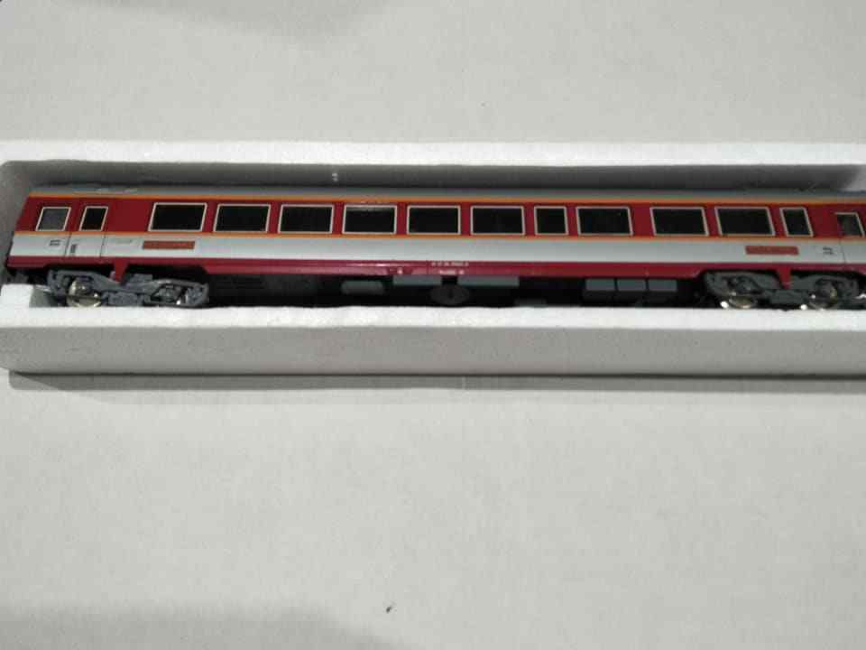 Jouef Collectors model trains 5342 maroon restaurant   toy train  box carriage