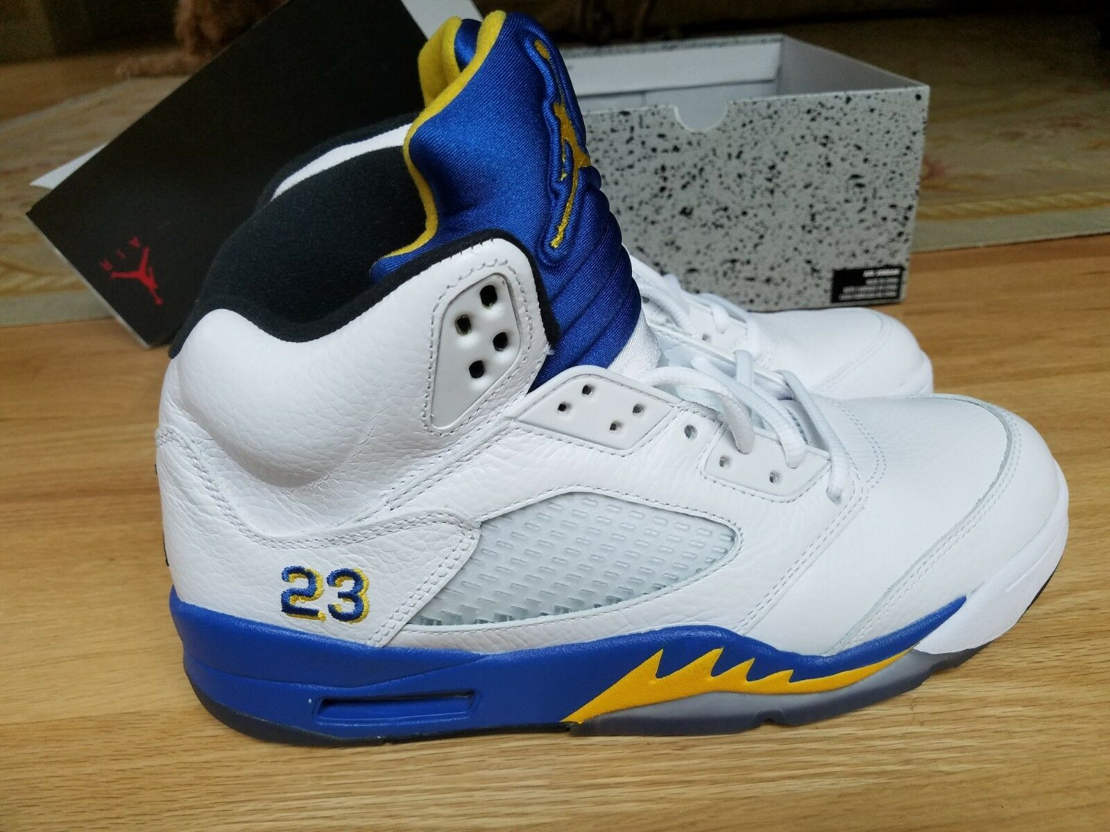 Nike Air Jordan V 5 Laney  Sz. 9 - Retro WHITE ROYAL blueE MAIZE BLACK 136027-189
