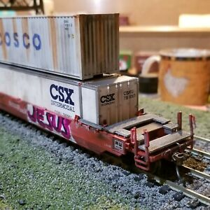 ATHEARN-Weathered-HUSKY-STACK-WELL-CAR-BNSF-WITH-2-CONTAINERS-5904-HO-graffiti