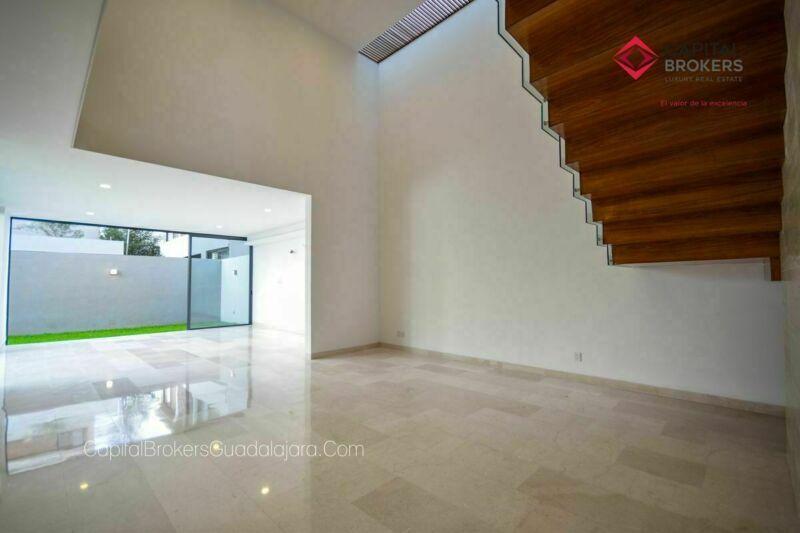 Hermosa casa nueva de lujo en Mitica