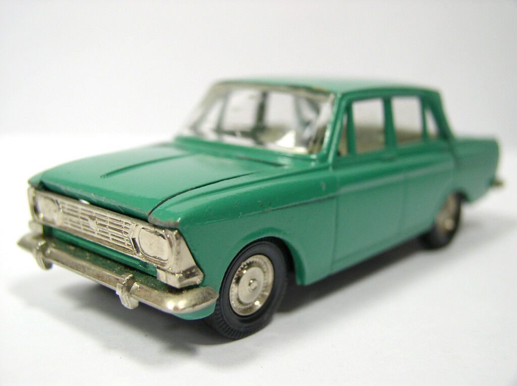 Antique car MOSKVICH MOSKVITCH 412 diecast model 1 43 made in USSR