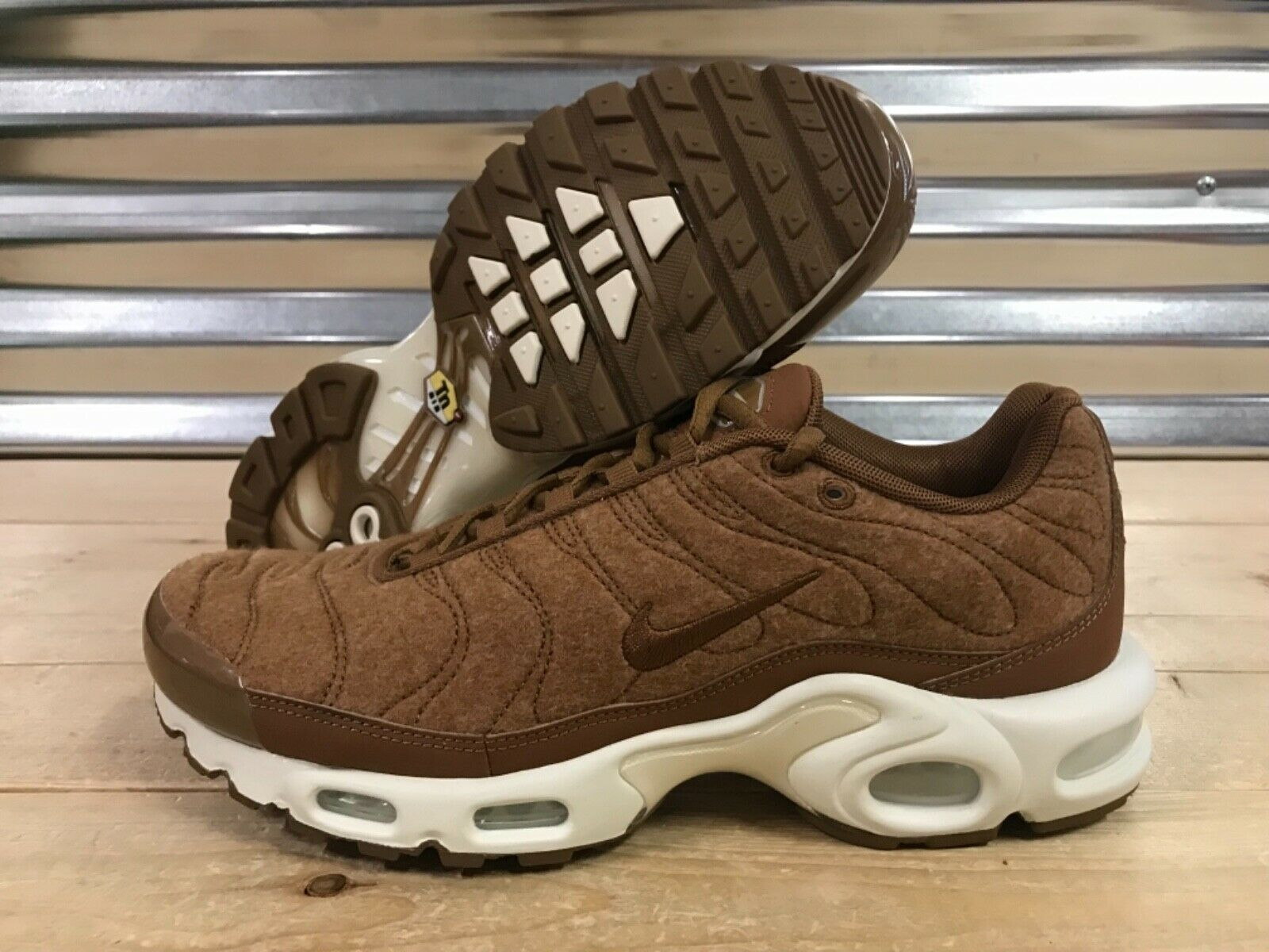 Nike Air Max Plus TN Running shoes Quilted Brown Ale Wheat SZ ( 806262-200 )