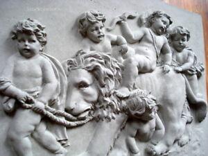 Stucco-Fassade-Engelrelief-mit-Loewe-aus-Beton-101-355B-40x30-5-cm