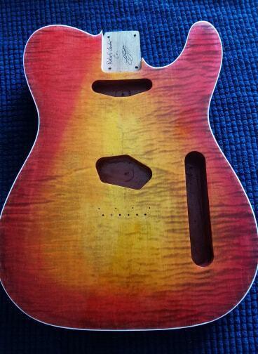 Brand New passt Fender Tele Deluxe Body Burst String durch