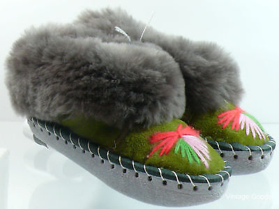 GIRLS//BOYS SHEEPSKIN SLIPPERS HAND-MADE HAND-EMBROIDERED LEATHER MADE UK10,11,13