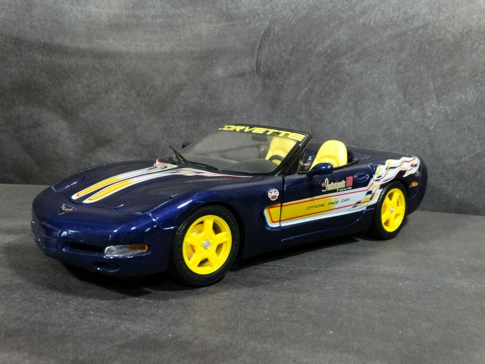 Maisto 1998 Chevy Corvette Indy 500 Pace Car C5 Congreenible 1 18 Scale Diecast