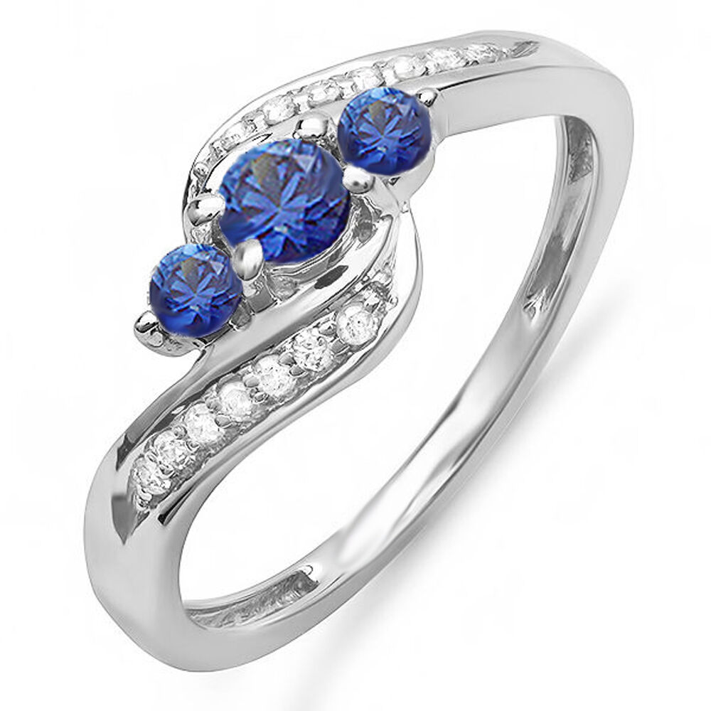 14K White gold Round Diamond Ladies Swirl Engagement 3 Stone Ring (Size 6)