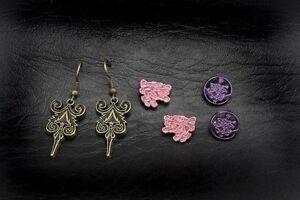 BREAKING-DAWN-Twilight-Earrings-3-pack-Cullen-crest-lion-NEW-IN-CASE