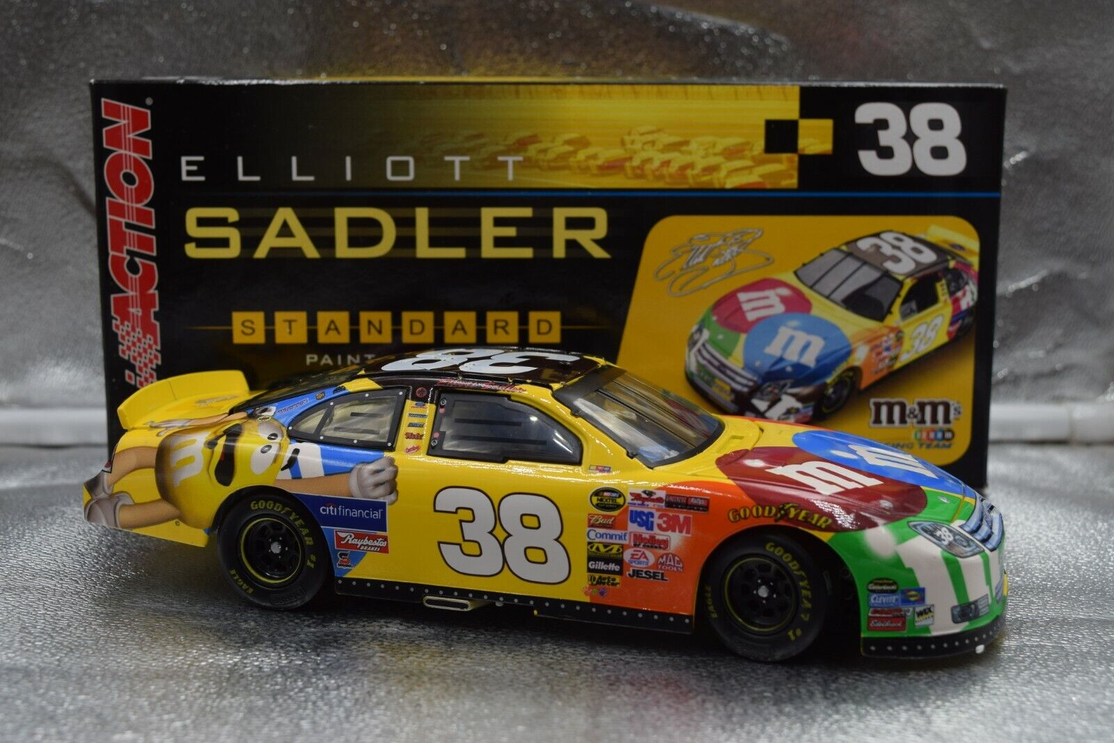2006 Elliott Sadler 'M&M 's   Ford Ford Ford Fusion 1 24 Action CWC b058f4